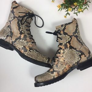 NWOB Frye Veronica Snakeskin Leather Combat Boots